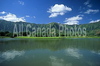 Hawaii, Oahu, Calm pond in foreground, Ko´olau mountains background A43C